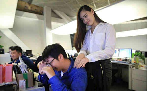 程序员叹息:年薪30万,相亲时却被月薪3000的女白领看不上