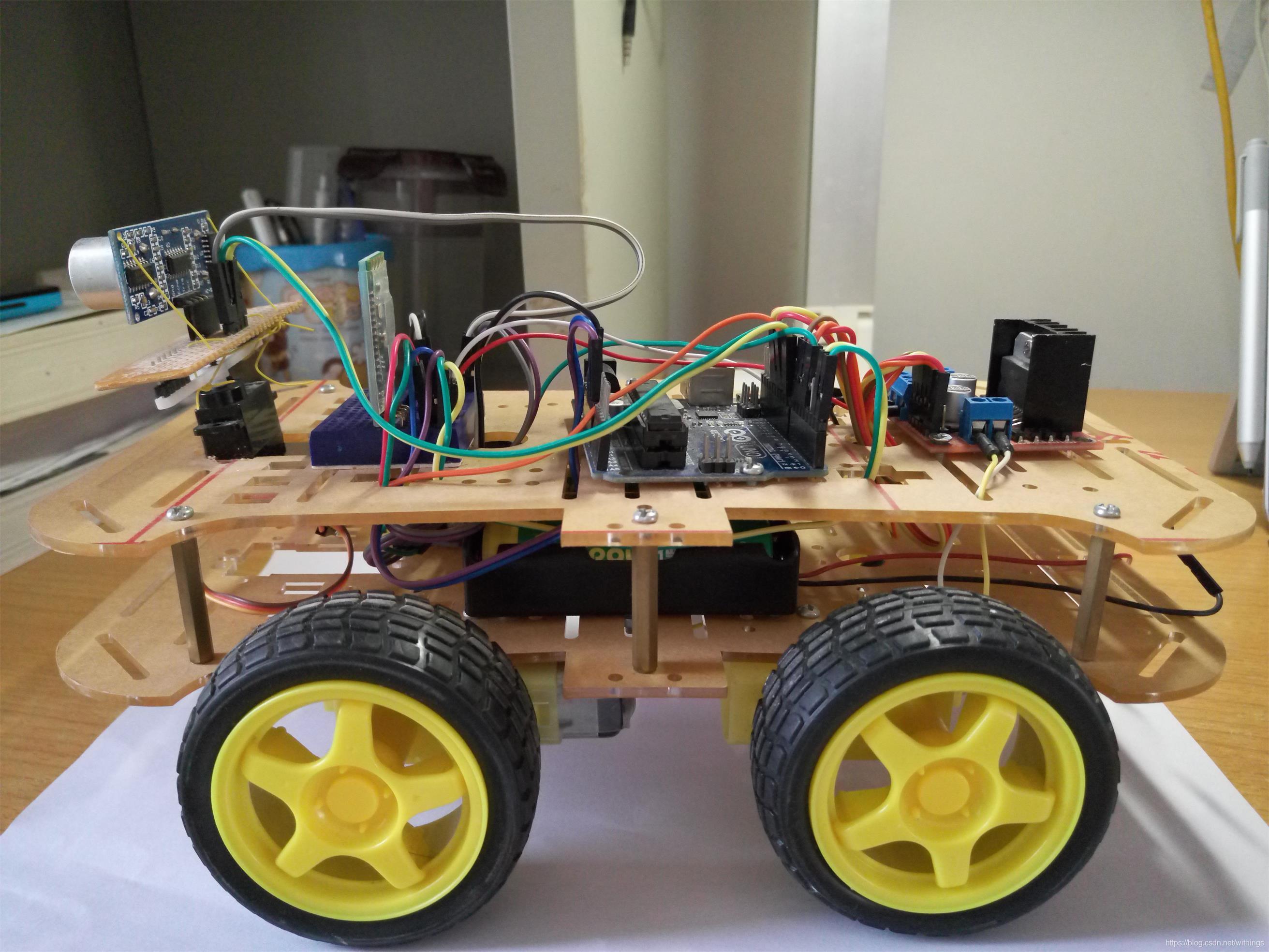 基于Arduino的超声波智能避障小车