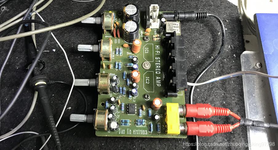 驱动声源扬声器的音频功率放大器