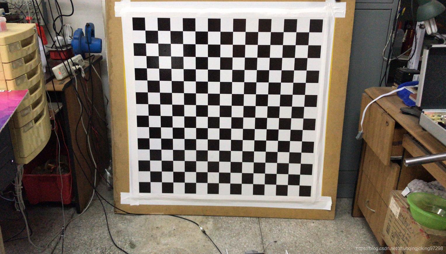 大型木板用于摆放在声源和接收麦克后面和侧面