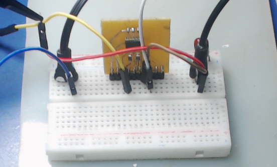 ▲ 测试电路板以及面板板测试