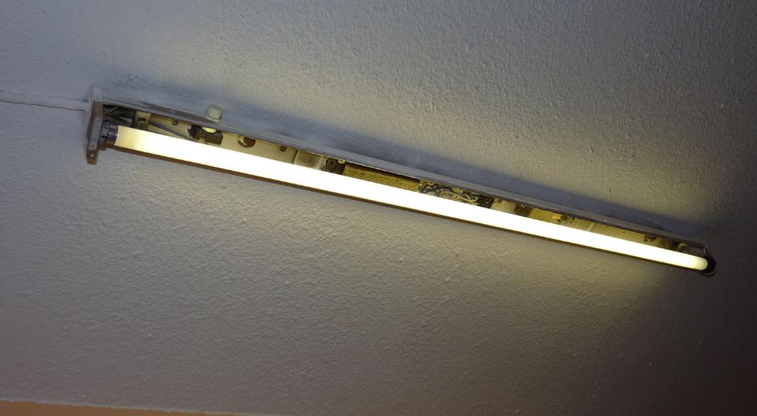 ▲ 普通的日光灯管