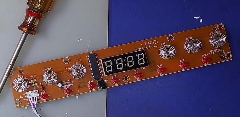 ▲ 控制面板及其上面的元器件