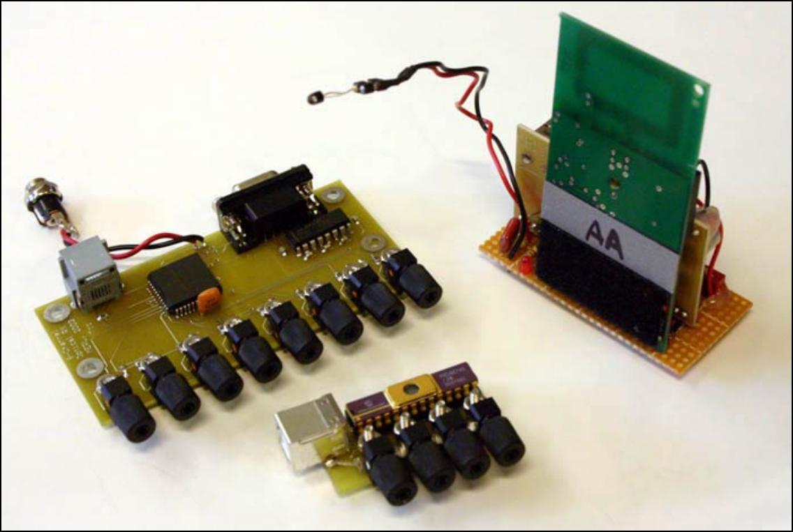 ▲ 从左到右:8个光电传感器定位电路板四个光电传感器定位电路板以及一个红外传感器无线通信板