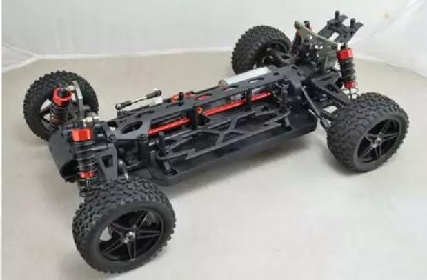 ▲ L 型车模
