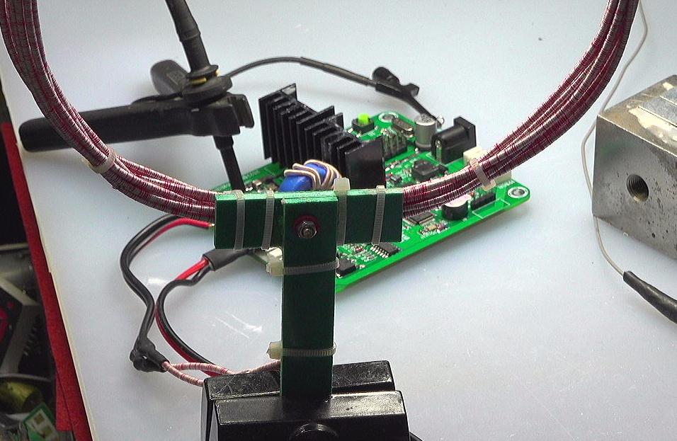 ▲ 将发送线圈连接在电路板上