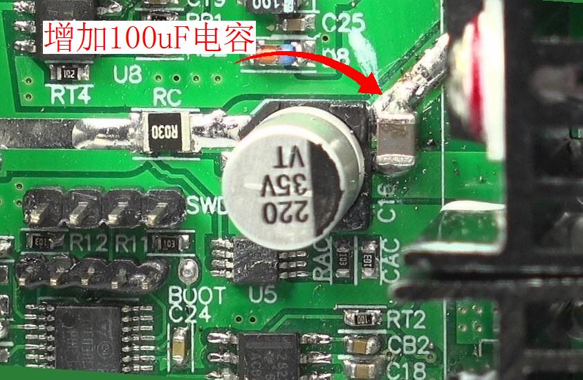 ▲ 实验电路中在C16旁边增加了一个车100uF的表贴电容