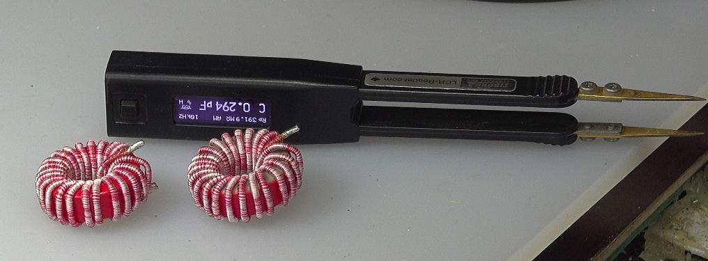 ▲ 两个LCC电感以及测量的SmartTwister