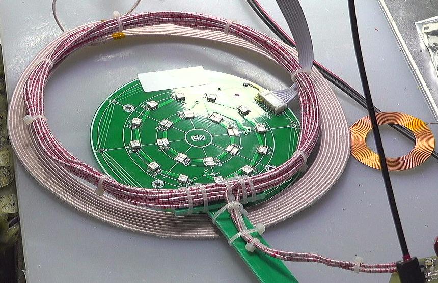 ▲ 将接收线圈放置在发送线圈表面